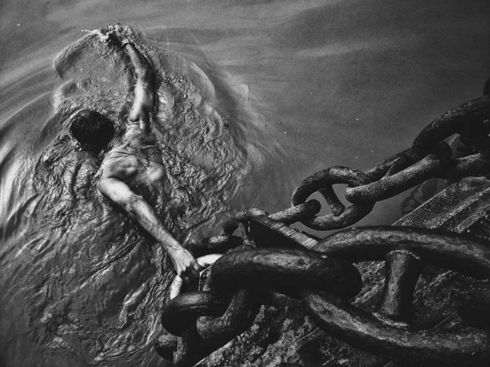 #swim #water #man #chain #photo
