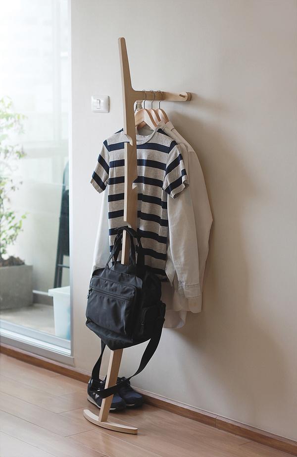 Curve Hanger by Kittipoom Songsiri #modern #design #minimalism #minimal #leibal #minimalist