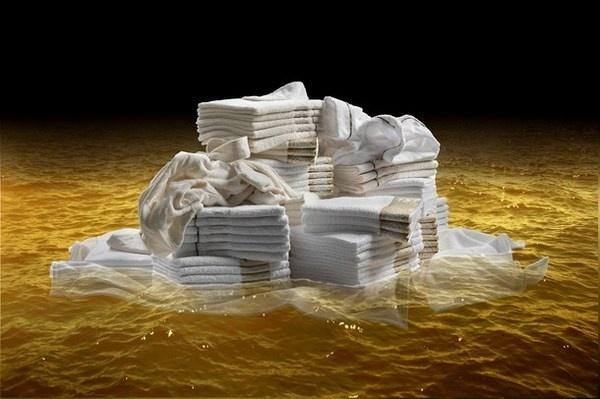 Roberto Cavalli home 2012 present white towels #accessories #artistic #collection #home #furniture #cavalli #art #roberto