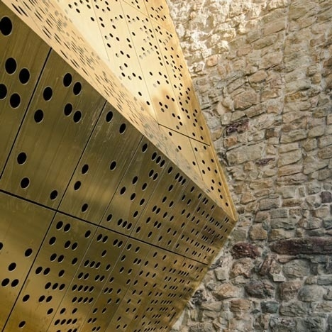 Dezeen » Blog Archive » Stadtmuseum Rapperswil-Jona extension and renovation by :mlzd #materiality