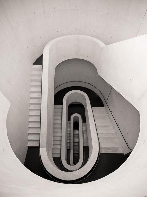 LE CONTAINER #grayscale #architecture