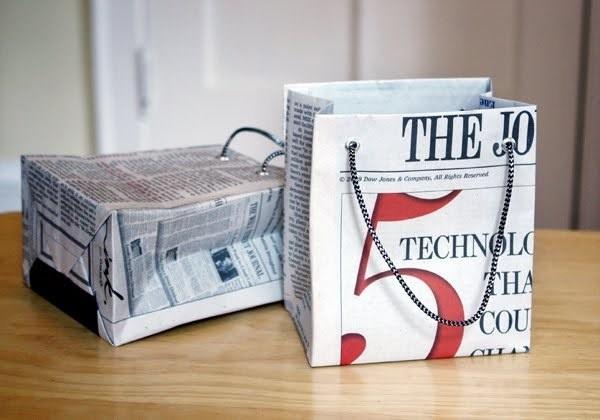 Newspaper Gift Bag Tutorial #gift #bag #newspaper #shopping