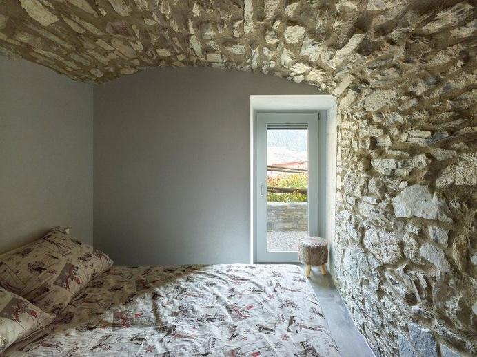 Savioz Fabrizzi Architectes Convert a Former Hayloft Barn into a Holiday Home 6