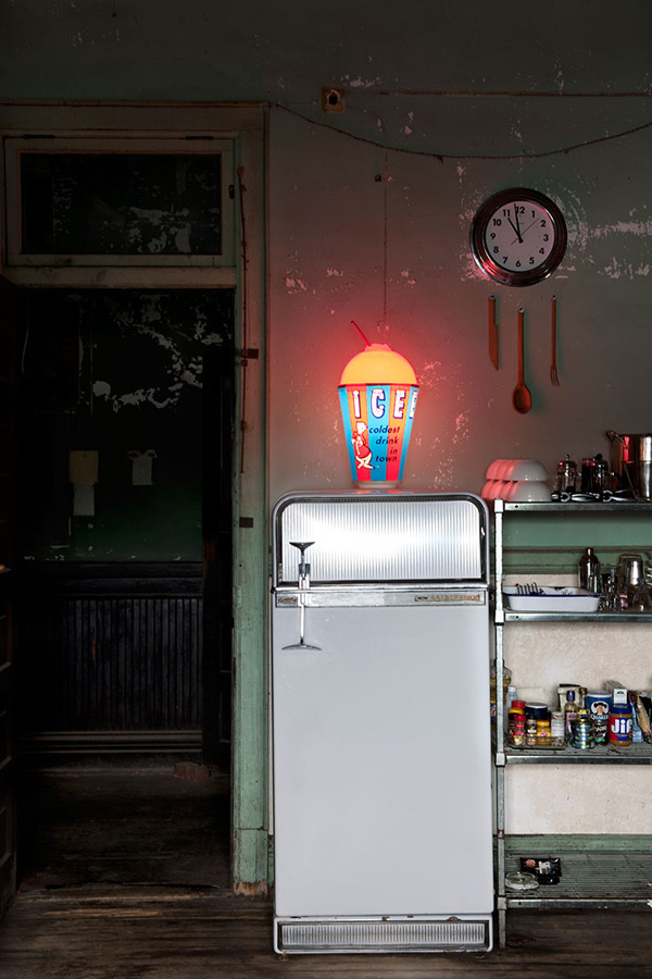 B L O O D A N D C H A M P A G N E » AN ABANDONED MENS CLUB IS NOW A HOME #fridge #kitchen