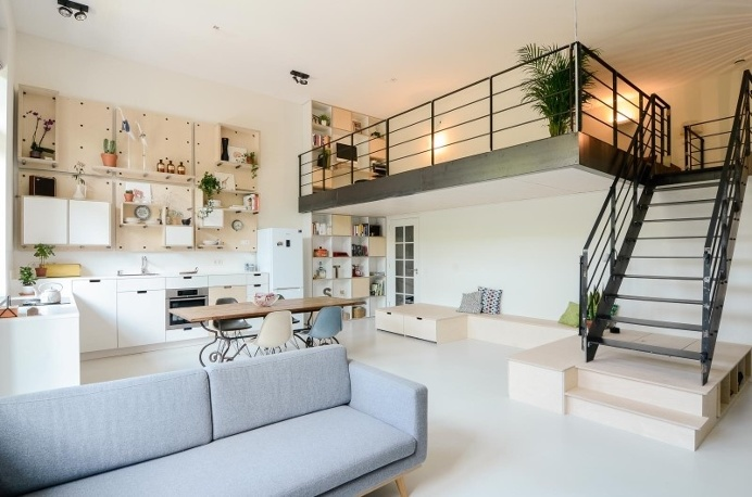 Conversion of an old school building to a new apartment