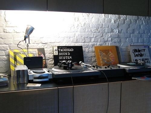 IchiOne_Ghent | Flickr - Photo Sharing! #interior #vinyl #records #room