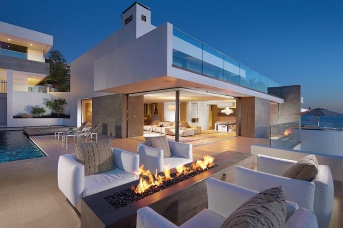 Family Beach House With a Striking Silhouette in California: Rockledge Residence #beach #architecture #house #california