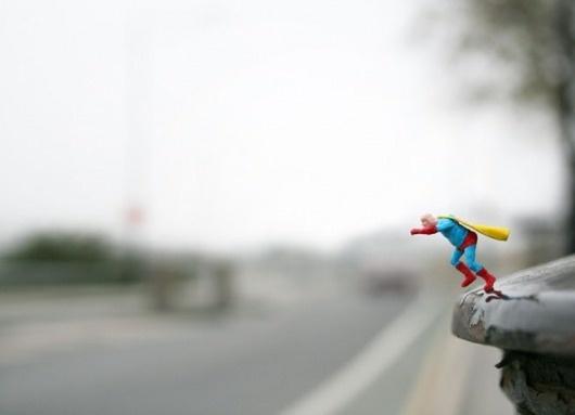 tumblr_lt9pjxLyyq1qz9v0to1_1280.png (PNG Image, 649x470 pixels) #perspective #slinkachu #leap #minature
