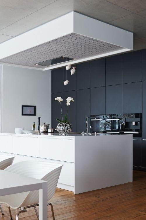 Modern black&white kitchen #modern #kitchen
