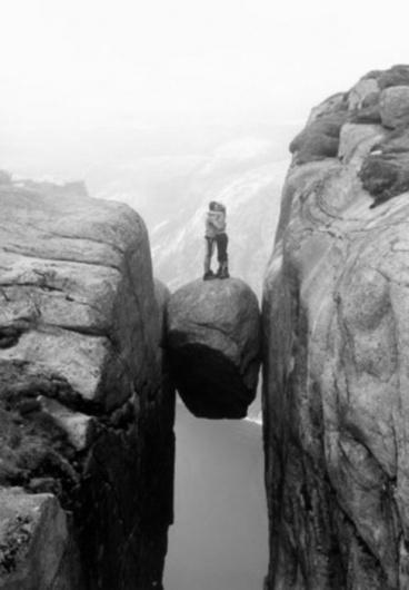 tumblr_lpwptbCE1X1qd2ocuo1_500.jpg 487×700 pixels #rock #norway #cliff #kiss