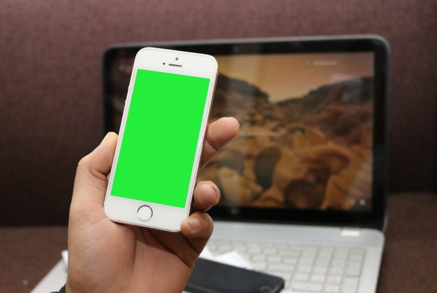 Smartphone with green screen and a laptop Free Psd. See more inspiration related to Mockup, Computer, Template, Phone, Mobile, Laptop, Web, 3d, Iphone, Corporate, Mock up, Tablet, Company, Display and Screen on Freepik.