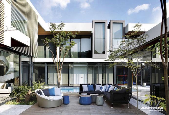 U-Shaped Modern Family Home by SAOTA - #decor, #interior, #homedecor, #architecture, #house, #home