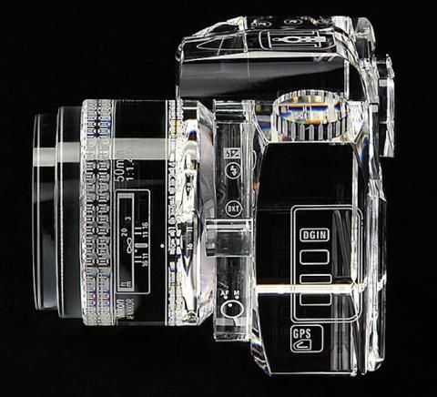 Glass Sculpture of Canon 7D   PICDIT #glass #sculpture #art