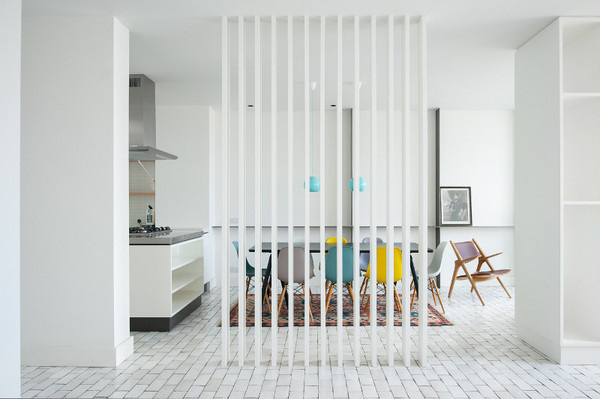desire to inspire desiretoinspire.net #interiors #white #color #pop