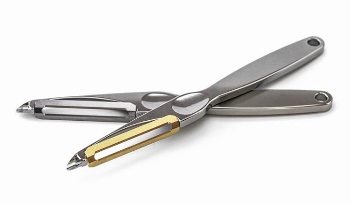 The Never Rust Titanium Peeler is a high-end titanium vegetable peeler. Gone are the days of drudging away with a knife to peel your vegetab