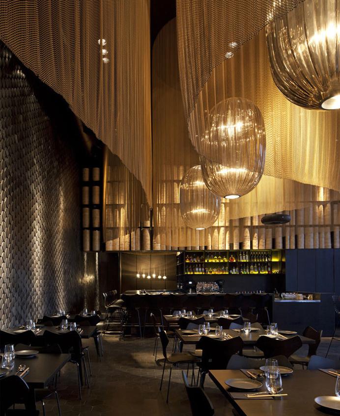 Restaurant Interior Decorating in Golden Color Scheme - #restaurant, #decor, #interior, #architecture
