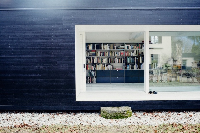 Black outside, white inside. Studio of Florian Holzherr. © Conny Mirbach. #porch #woodensiding #blackhouse