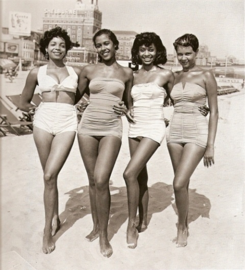 BLACK REPUBLIC • VINTAGE #5 - Group of black women at the beach...