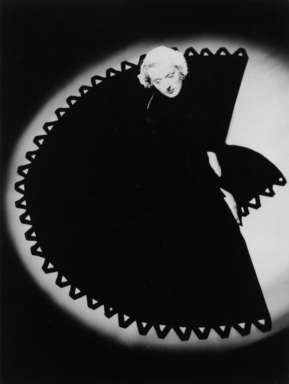 Norman Parkinson - Fan Dress - Photos - Photohab - Photographer's Portfolios #fashion #photography #inspiration