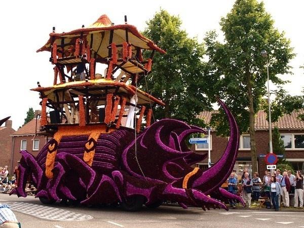Beetle sculpture from flowers #sculpture #of #art #flowers #parade