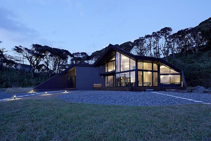 Villa Escargot by Takeshi Hirobe Architects #minimalist #architecture