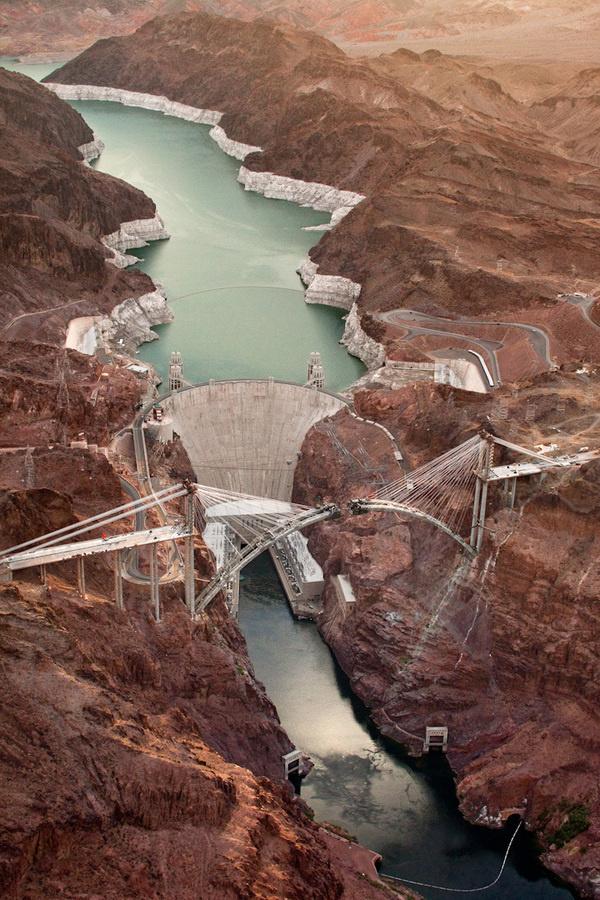 The Bridge At Hoover Dam von Jamey Stillings   iGNANT #photo