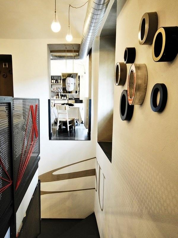 Artistic interior in pizzeria #artistic #pizzeria #decor #restaurant #art #pizza #decoration