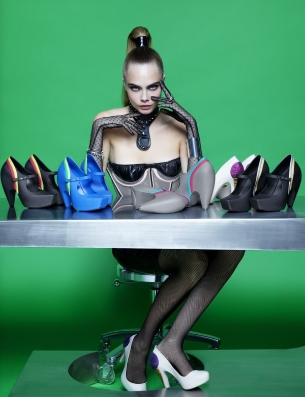 Cara Delevingne and amazing artstic shoes by Karl Lagerfeld #karl #shoes #cream #artistic #lagerfeld #ice