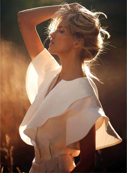 Fashion photography(Anja for Vogue Paris, viaturnitbackaround) #fashion #photography