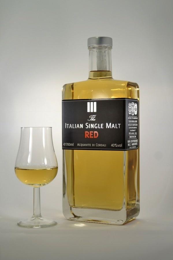 Italian Single Malt RED #red #bottle #modern #malt #distillate #design #label #italian #whisky #vodka #single