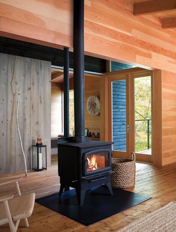 Off-the-Grid Cottage / Nature-Inspired Retreat in Haliburton Highlands
