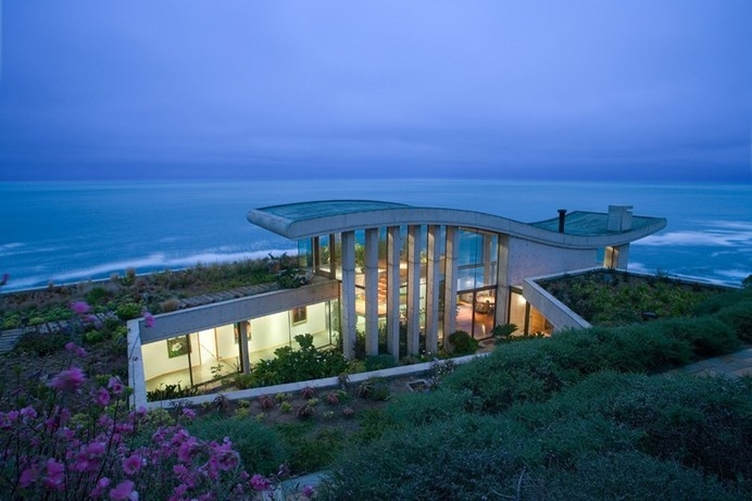 Contemplative Sea Retreat in Chile by Raimundo Anguita #chile #sea #architecture #retreat