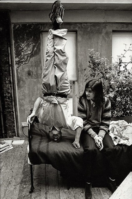 Lucian Freud standing on his head in his studio with his daughter, the fashion designer Bella Freud. #freud #lucien #people