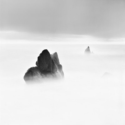 b13771d61be0681fbe662bdce39a75cd-400x400.jpg (400×400) #mist #rocks #photography #blackwhite