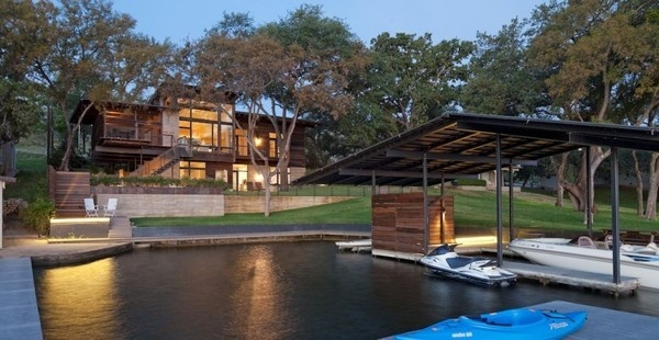 Compact Relaxing Home for the Weekend: Lakeside Retreat in Texas #architecture