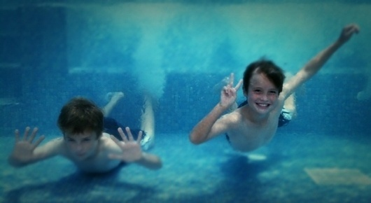 All sizes | Hold your breath and smile | Flickr - Photo Sharing! #unerwater #iphoneography #iphone #pool #kids #blue