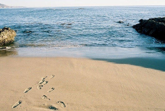 footprints.jpg (902×609) #beach #footprints #etiamvita
