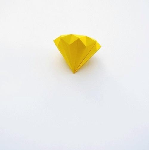 Sara Lindholm - ne0n-rainb0w: ♛ more onNe0n-Rainb0w Diamond #diamond #yellow