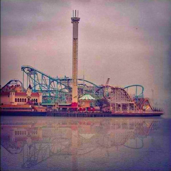 Amusement park #clouds #rollercoaster #lines #fog #water #photo #amusement #park #skyline