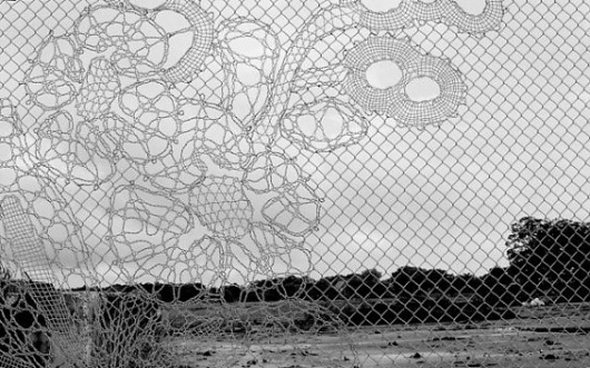 3999566384_bae8c04e7a_o-565x353.jpg (JPEG Image, 565×353 pixels) #public #installation #fence #design #chain #art #lace