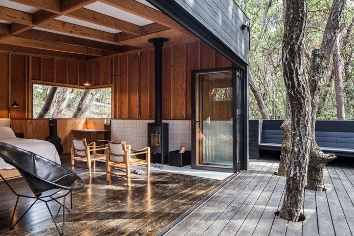 Spectacular Forest Retreat Hidden in the Forested Hills of Northern California 4