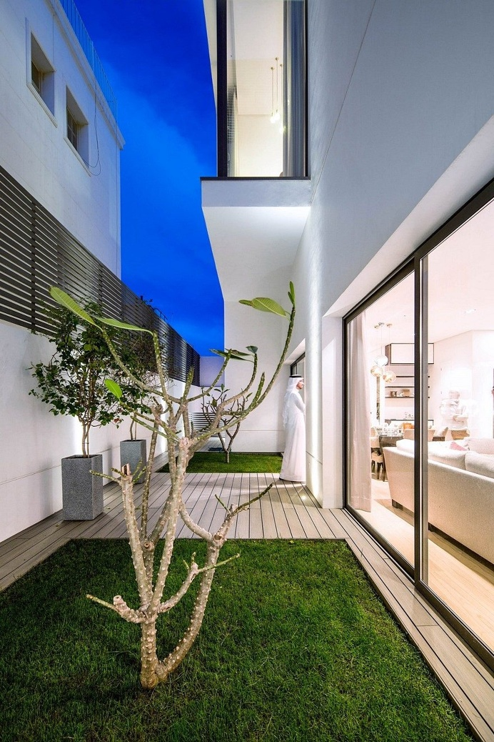 Yarmouk House is Divided into Two Identical Units for Two Brothers and Their Families 14