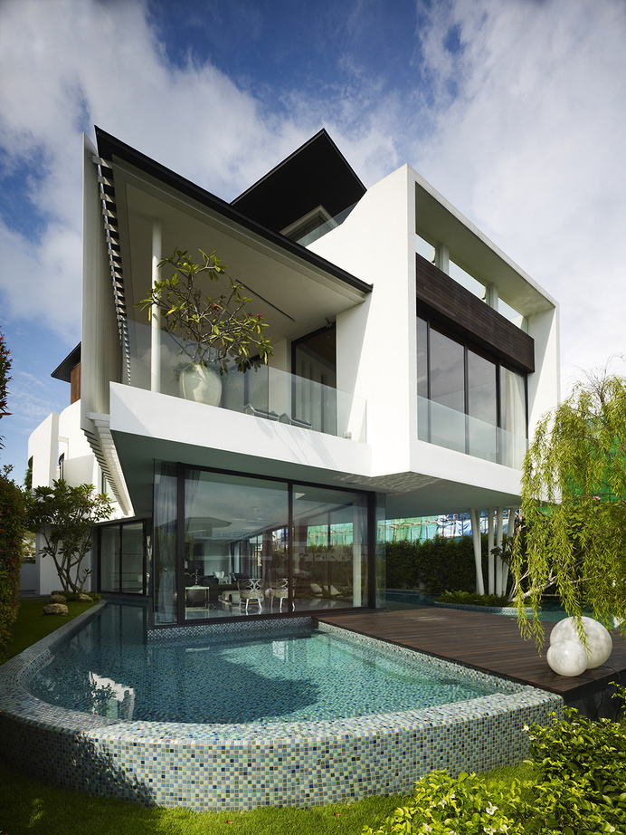Luxury Mansion in Singapore With an Appealing Monochromatic Interior #architecture #luxury
