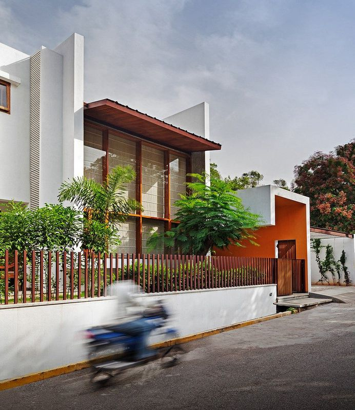 This Bangalore House Featuring Mid-Century Classics Furniture and Contemporary Art 1
