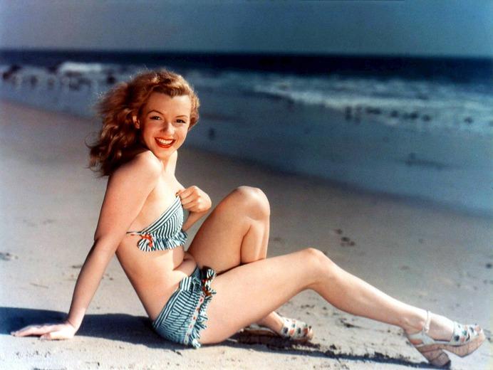 https://upload.wikimedia.org/wikipedia/commons/5/59/Marilyn_Monroe_postcard.JPG