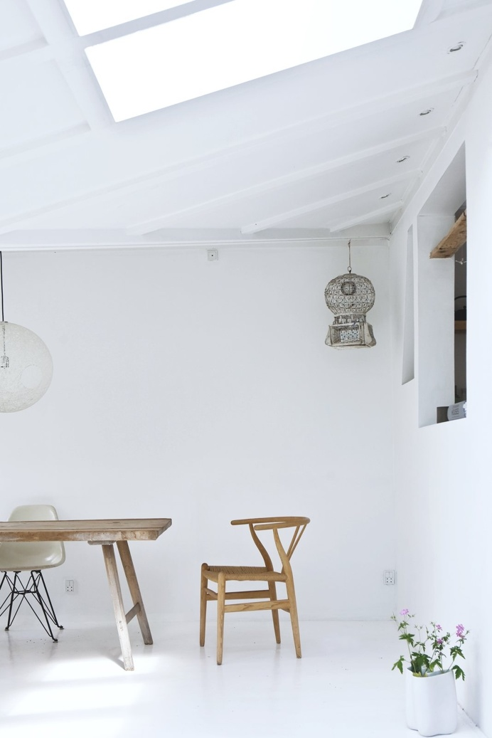 Dining area. Vedbæk House I by Norm.Architects. #diningroom #vedbækhousei #normarchitects