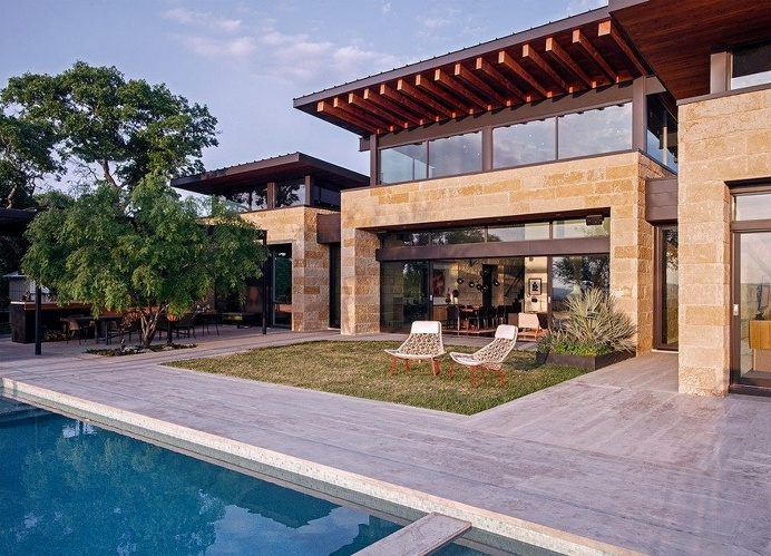 Lake View Residence with Tropical Retreat Details