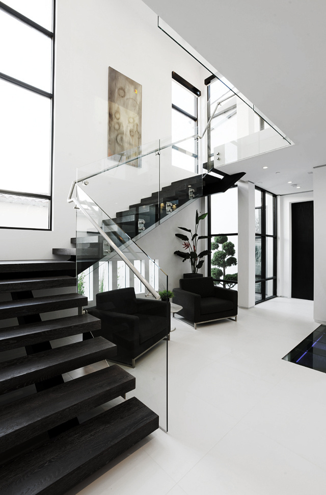 l u x e #inspiration #stairs #architecture #black