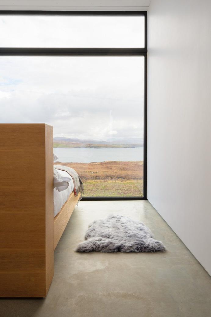 bedroom, Harlosh Black H / Dualchas Architects