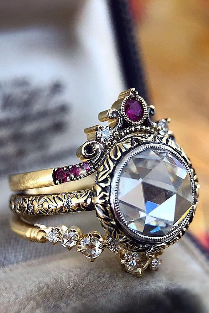 Best vintage engagement rings will always be timeless due to its elegance. Romantic girls or beautiful ladies who like traditional style will definitely fall in love with this rings.